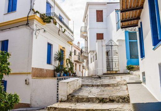 Пореден локдаун в Гърция, хората излизат навън само със SMS-и