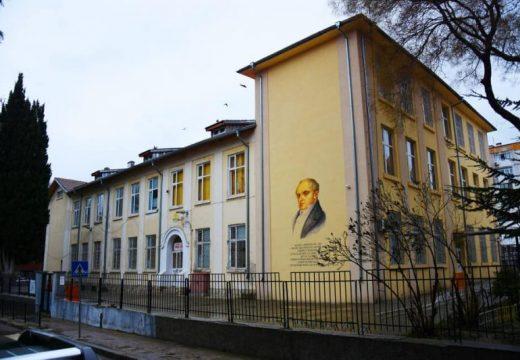 Облагородяват училища във Варненско