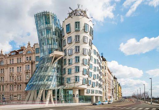 Танцуващата къща в Прага
