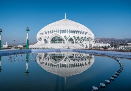 Куполът на цветето: театър, вдъхновен от джамия