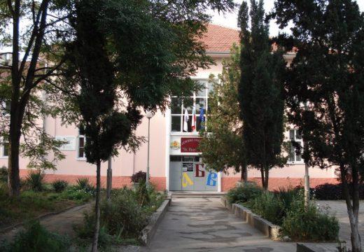 Събарят 100-годишно училище във Варна?!