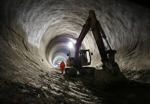 Поне 358 милиона лева ще струва тунелът под Шипка